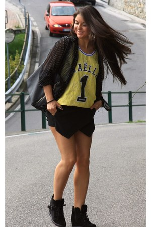 yellow tank top Gaelle Bonheur top - black polka dots shirt