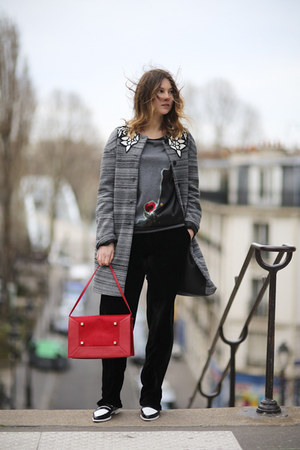 heather gray andrea turchi coat - red structured pony manurina bag