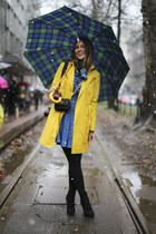 yellow trench Sisley jacket - blue jeans asos dress