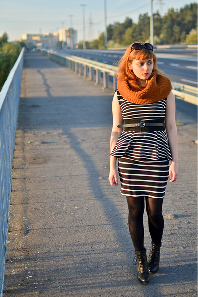 tawny reserved scarf - navy stripes pull&amp;bear dress