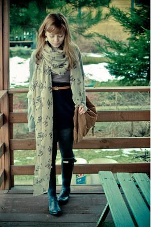 beige owls New Yorker scarf - black Hunter shoes - bronze reserved bag