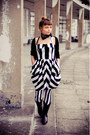 Black-cowboy-les-tropeziennes-boots-white-striped-second-hand-dress
