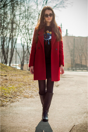ruby red Zara coat - black pull&bear boots - black Stradivarius bag