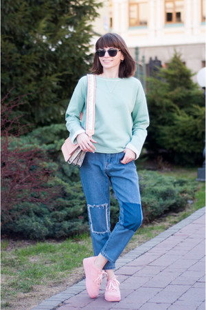 sky blue mom jeans romwe jeans - light pink snakeskin asos bag