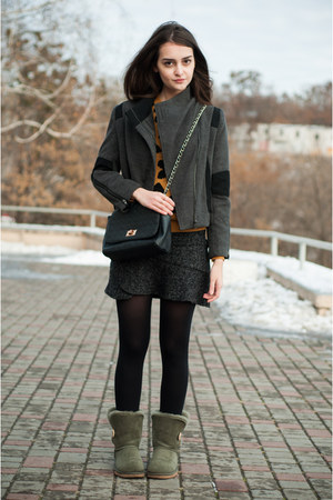 gray Lookbook Store blazer - army green Ugg Australia boots