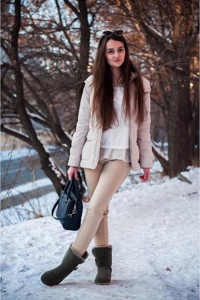beige Zara jacket - army green Ugg Australia boots - beige Stradivarius leggings