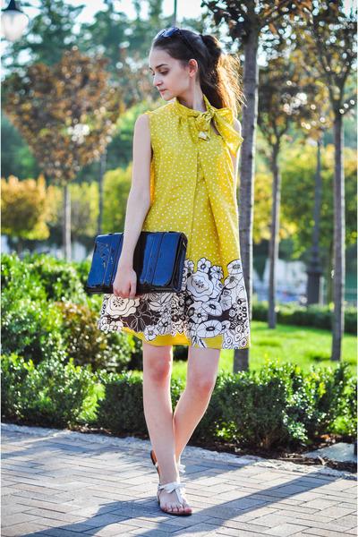 Sasch dress - KAMENSKAKONONOVA bag - H&M sunglasses - Zara sandals