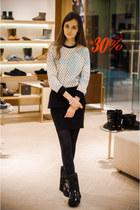 Ksenia Schnaider boots - Ksenia Schnaider sweatshirt - Stradivarius skirt