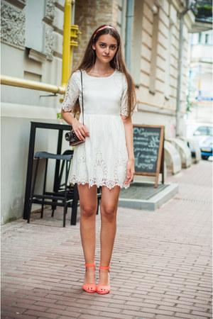 carrot orange pull&bear sandals - white Sheinside dress