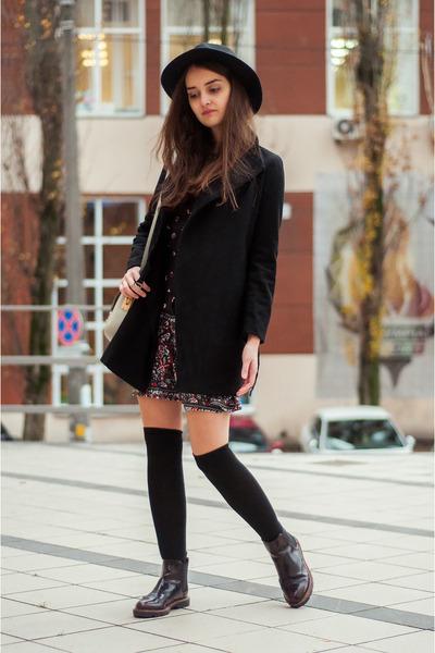 black prints shein dress - crimson chelsea pull&bear boots