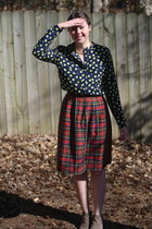tan ankle boots DSW boots - navy polka dots Gap shirt