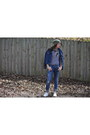 Blue-ripped-gap-jeans-olive-green-beanie-urban-outfitters-hat