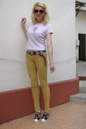 black buckle-down belt - light pink Glow sunglasses - camel Bershka pants