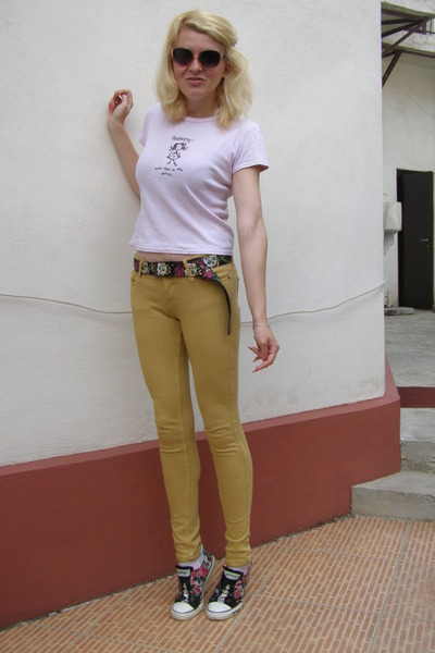 black buckle-down belt - light pink Glow sunglasses - camel Bershka pants