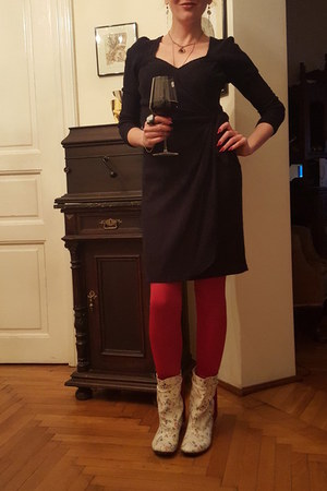 white papucei boots - black Camomillo dress - red Bershka leggings