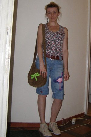 light brown handmade Duna bag - brown leather bag - olive green floral top