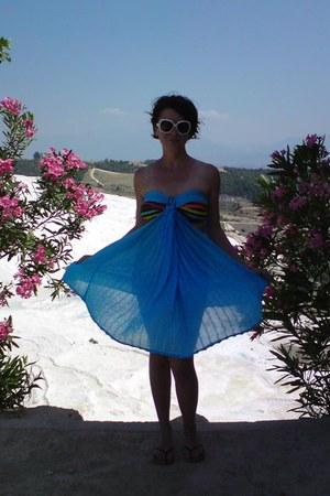 sky blue greek dress - navy floral print purse - white sunglasses - black swim b