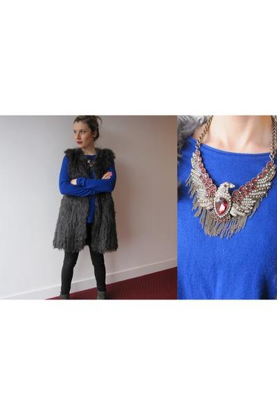 charcoal gray furry Zara vest - blue blue H&M sweater