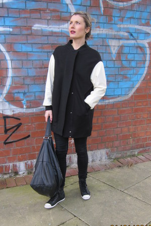 coat Zara jacket - leather Mango bag - leather pull&amp;bear sneakers