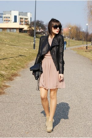 black Romwecom jacket - tan sylowebutkipl shoes - tan inlovewithfasioncom dress