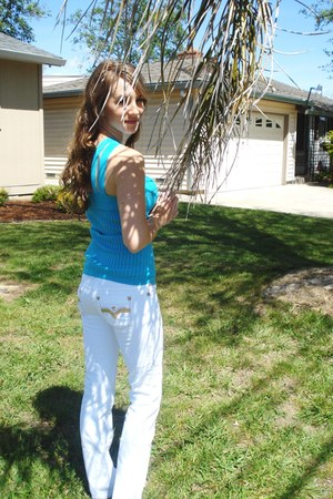 turquoise blue le chateau shirt - white Guess pants - gold Tommy Hilfiger sandal