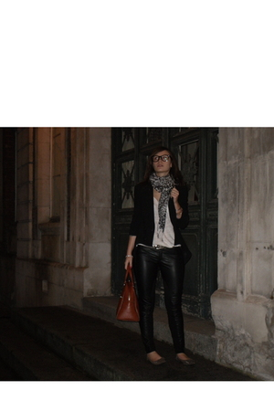 Zara jacket - Zara leggings - Zara t-shirt - Poti Pota shoes - vintage accessori
