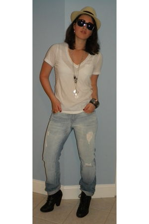 white madewell t-shirt - blue Gap jeans - black Steve Madden boots - black Ray b