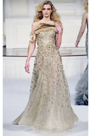 gold Oscar de la Renta dress
