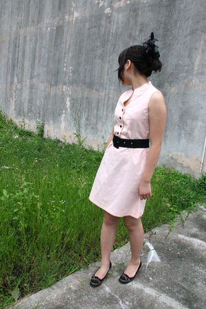 pink dress - black belt