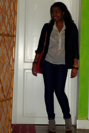 Ichi blouse - H&M jacket - Newlook jeans - Zara shoes - thrifted purse
