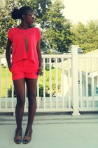 coral banana republic shorts - coral Forever 21 top - camel Payless flats