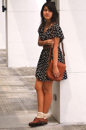black Dorothy Perkins dress - brown Dooney and Bourke purse - brown ukay shoes -