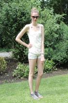 bubble gum Guess watch - white Bershka shorts