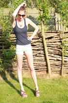 orange Eat me do necklace - off white Bershka shorts