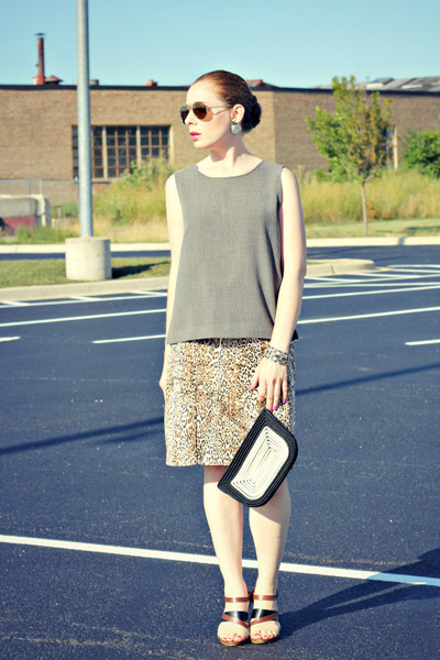 gray tank shirt - leopard print skirt