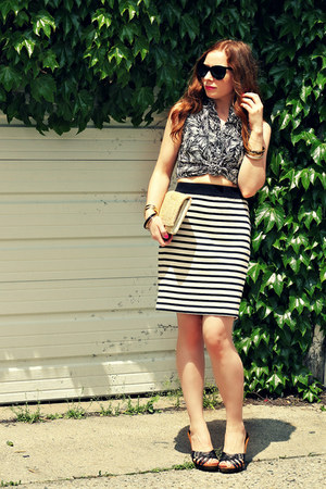 print shirt - striped skirt