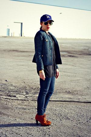 hat - jeans - blazer