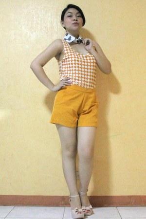 white diamond shapes blouse - mustard shorts