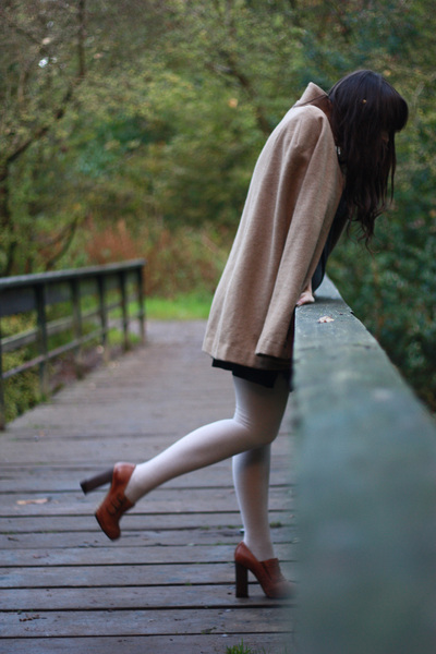 camel cape Lulu London coat - brown silverado-esque Topshop shoes