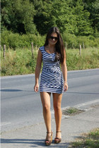 brown carrera sunglasses - blue Onlyy dress - brown BLANCO sandals