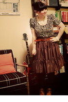 brown leopard H&M top - dark brown thrifted vintage skirt - tawny vintage wedges