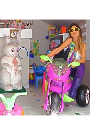 Chilli Beans sunglasses - le lis blanc blouse - yumi prado purse - ca pants - fl