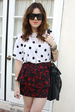 H&M t-shirt - f21 skirt - Jeffrey Campbell shoes - f21 purse - Gucci sunglasses
