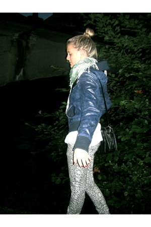 Stradivarius jacket - Zara pants - Stradivarius scarf - Converse shoes