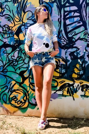 white print VIPme sweater - sky blue shorts sammydress shorts