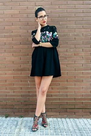 black embroidered VIPme dress - dark green floral Zara sandals