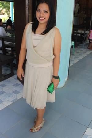 green clutch bag - Mango dress - Zara wedges