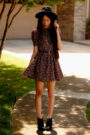 floral tea Dahlia dress - wide brim OASAP hat - lock and key romwe belt