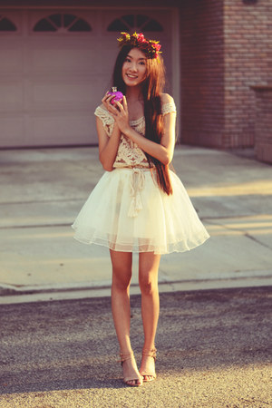 tulle Chicwish skirt - vera wang accessories - gold crochet awwdore top