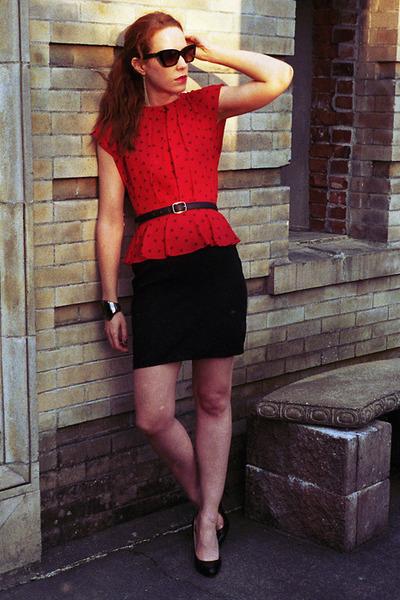 red peplum vintage dress - black leather heels - black leather vintage belt